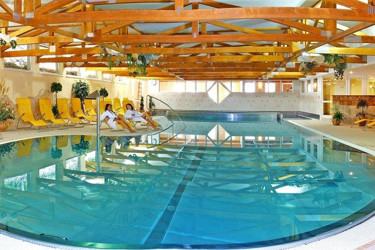 Bazénový komplex hotel flora